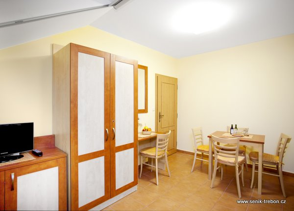 Vybavení interiéru pokojů.